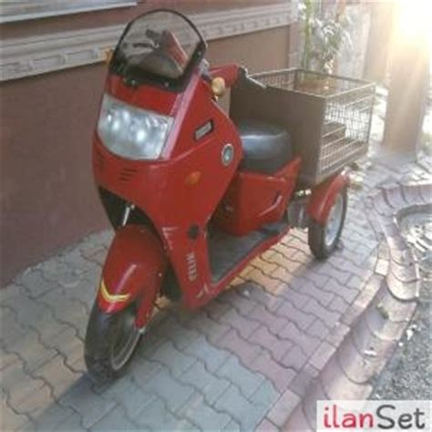 tekerlekli arkasi sepetli motor motosiklet skooter