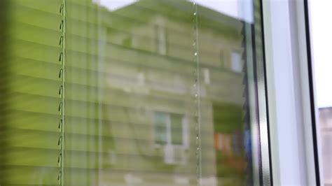 eliminare calcare vetro doccia come pulire il vetro della doccia dal calcare duka le