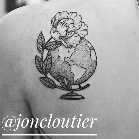 pinterest tattoo globe 25 best ideas about globe tattoos on pinterest traveler