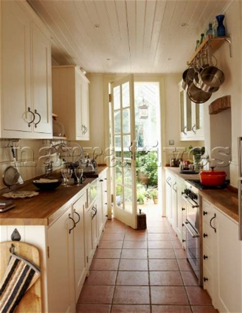 narrow kitchen 1000 ideas about small galley kitchens on pinterest