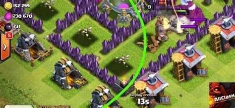 all the clash glitches clash of clans christmas update barbarian king attacks outside his range a glitch in