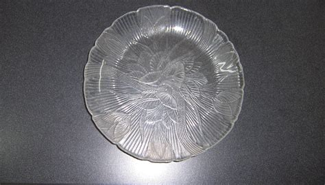 Leaf Pattern Glass Plates | 2 clear glass leaf pattern dinner plates triple a resale