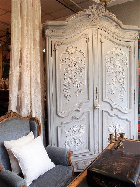 mobili antichi bianchi finest armadio antico francese in noce with mobili antichi