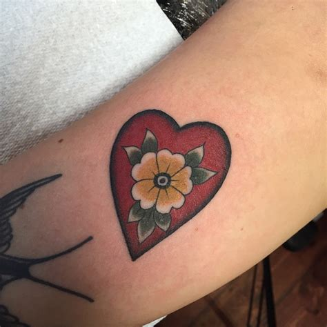 tattoo old school heart old school flower heart small tattoo best tattoo ideas