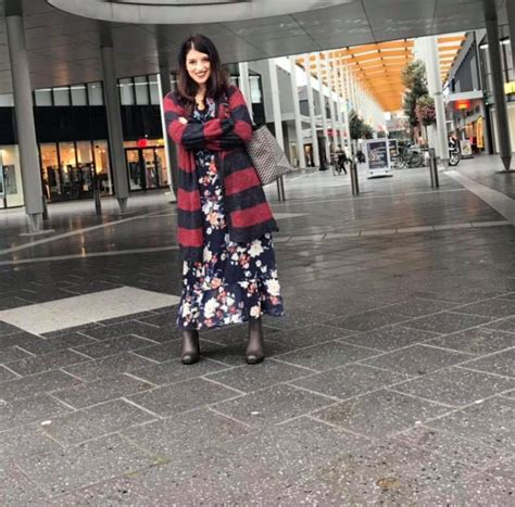 the right way to wear a maxi dress anisya
