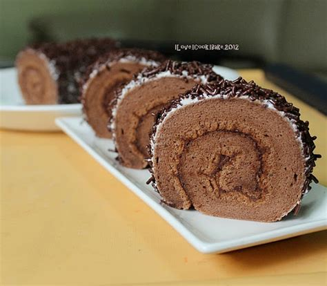 Souvenier Handuk Roll Cake Medium Size i i cook i bake chocolate sponge swiss roll