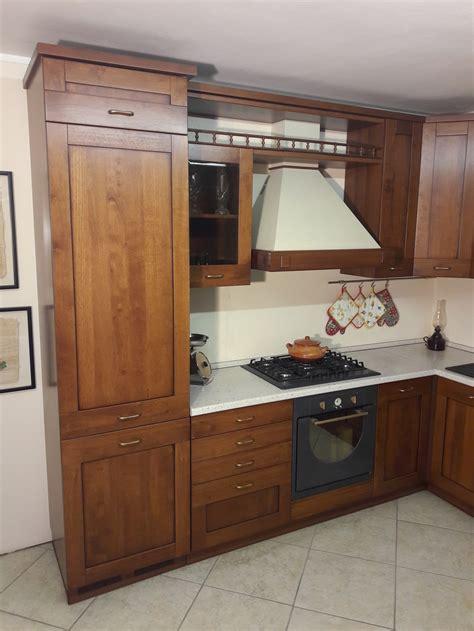 cucina completa offerta cucina angolare in legno tinto noce completa di