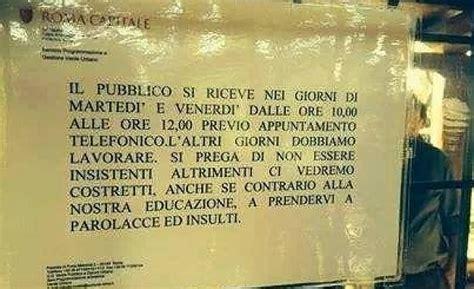 lavoro ufficio sta torino cartello in un ufficio comunale quot cittadini vi prendiamo a