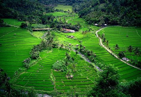 places  visit  indonesia   map
