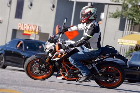 Ktm Duke 390 Test 2016 Ktm 390 Duke Review Mayor Of Motorcycling