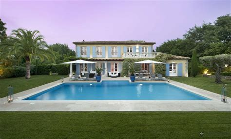 Kitchen Dining Island by Luxusvilla St Tropez Villa Sttr1592 Leo Trippi