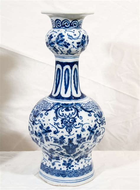 Delft Vases by A Pair Of Blue And White Delft Vases At 1stdibs