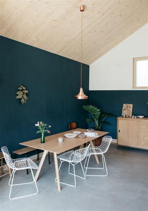 chambre avec plafond en pente 1001 d 233 cors avec la couleur canard pour trouver la