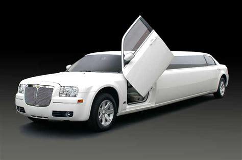 lamborghini limo with tub chrysler 300 limo with lamborghini doors lasting impressions
