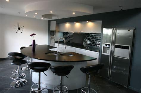 cuisine ilot central arrondi cuisine en image cuisine arrondie en laque par meubles jem