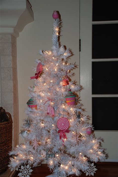 the halls a girly christmas tree