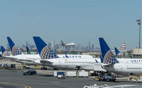 united airlines to roll out upgraded economy seats with free amenities on international flights