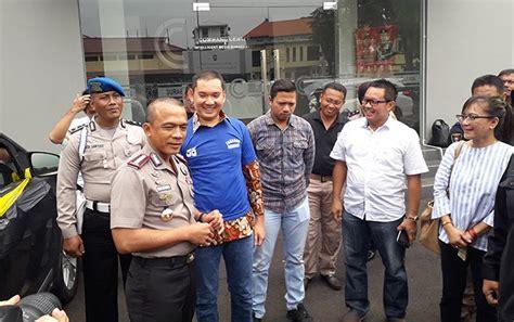 Kaos Pol Pp For One tersangka mendatangi rumah korban dengan membawa senjata