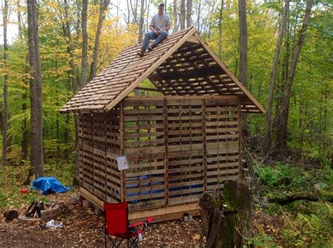 Cabin Out Of Pallets by Tiny Cabin Built Using Recycled Pallets