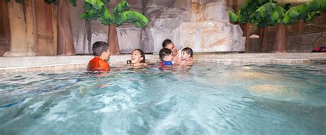 i eat my dinner in the bathtub 5 tips for maximum fun at great wolf lodge the young mommy life
