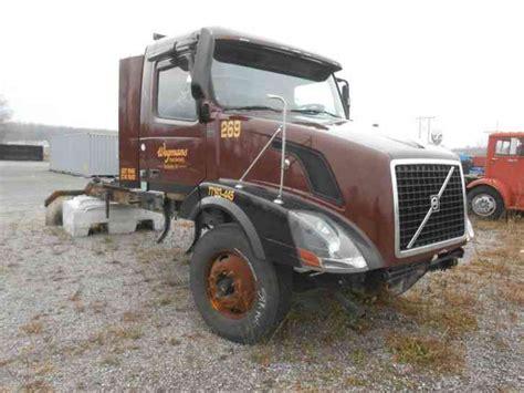 2009 volvo semi truck volvo 2009 daycab semi trucks