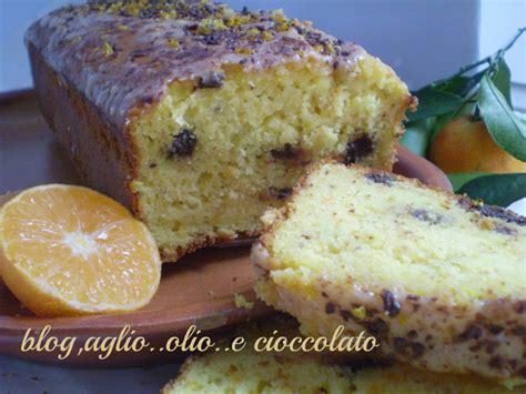 come bagnare una torta al cioccolato bagnare dolce al cioccolato con liquore al mandarino mandarino