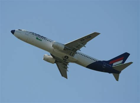 hängematte berlin malev b 737 8q8 ha lok beim start in berlin tegel am 06 07