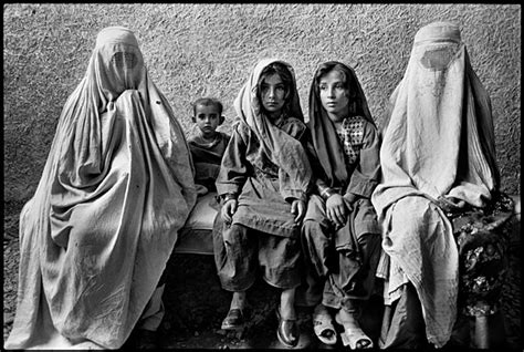 War Photographer Nachtwey Opens Exhibition The Sacrifice by Afghan And Children Refugees By Marissa Roth