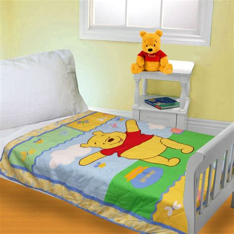 winnie the pooh toddler bedding pooh comfyquilt2 250 jpg