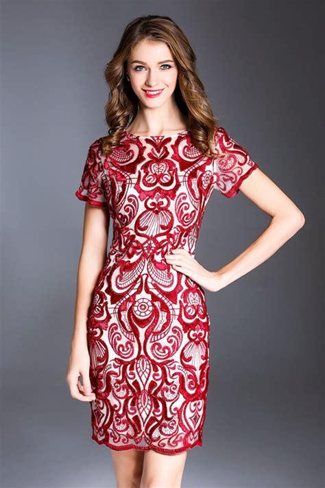 Robe De Cocktail Mariage Dentelle - robe moulante manches courtes en dentelle bordeaux pour