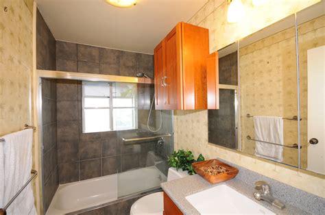 bathroom between two bedrooms 94649 kuaie st mililani town