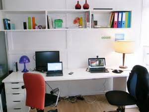 beau bureau calme et lumineux