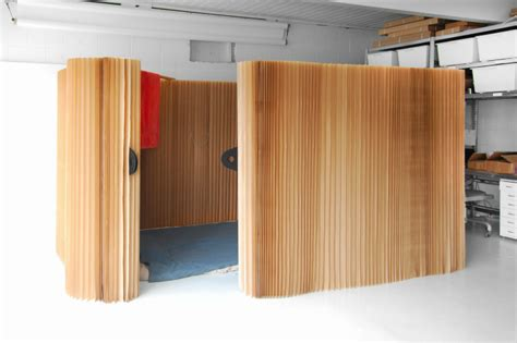 Expandable Room Divider Molo Employee Tests Indoor Emergency Softshelter Made From Expandable Paper Molo Emergency