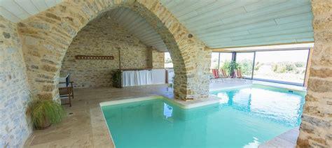 chambre d hote avec piscine int駻ieure les caselles chambres table d h 244 tes gite piscine millau