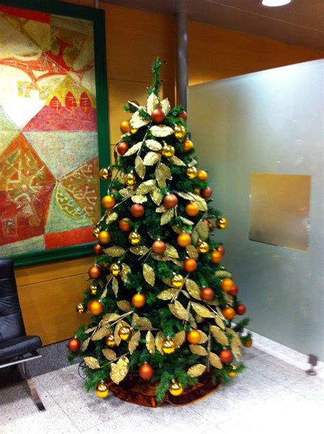 arbol d enavidad con colores naranjas arbol navidad colores simple arbol de navidad colores blanco o verde naviplastic m