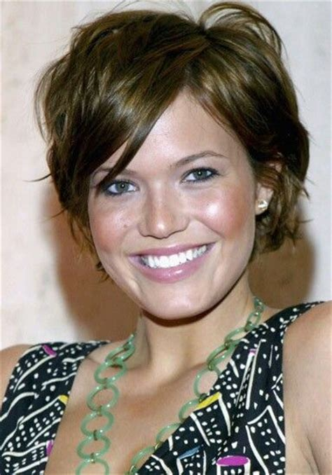short piecey bob with bangs mandy moore short choppy piecey chestnut