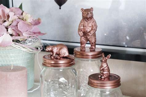 decorare i tappi dei barattoli decorare barattoli di vetro con i giocattoli d infanzia