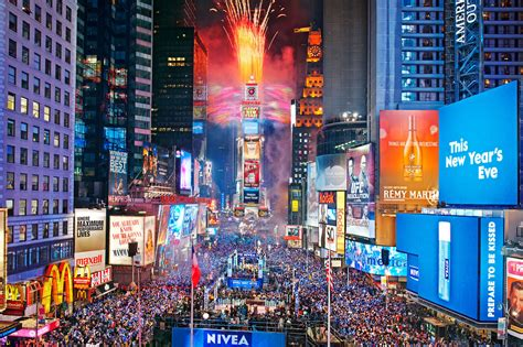 times square alliance new years eve live schedule times square new year s eve guide including tips to make