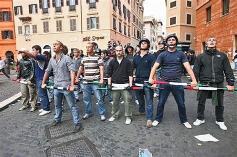 casa pound italia roberto dall olio i rom e casa pound inchiesta