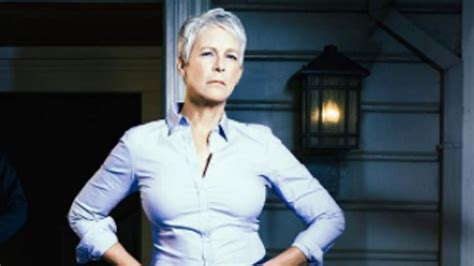 jamie lee curtis on halloween halloween is back and michael myers is after jamie lee