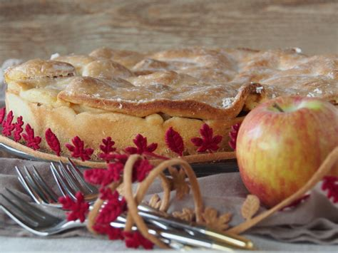 eklige kuchen gedeckter apfelkuchen zum kaffee dazu