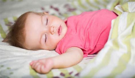 wann können babys was durchschlafen ihr baby mit 4 5 monaten