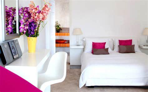 para 237 so blanco en grecia de estilo moderno con toques r 250 sticos para 237 so griego mykonos design hotel casa haus decoraci 243 n