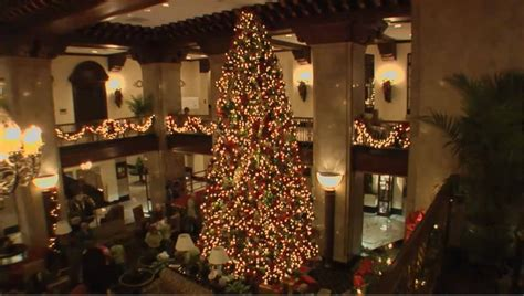 peabody hotel christmas decorating youtube