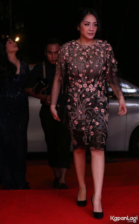 kapanlagi sederet gaun cantik nagita slavina dari prewed foto gaun transparan nagita slavina melenggang di red