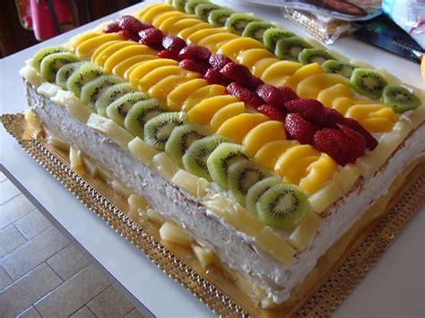 Bolo de Frutas   Veja a Receita: