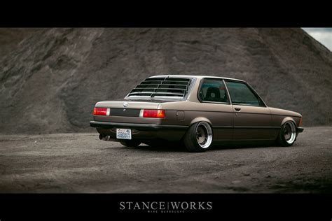 bmw 320i stance stanceworks revisits nic and foster s bmw e21 320i