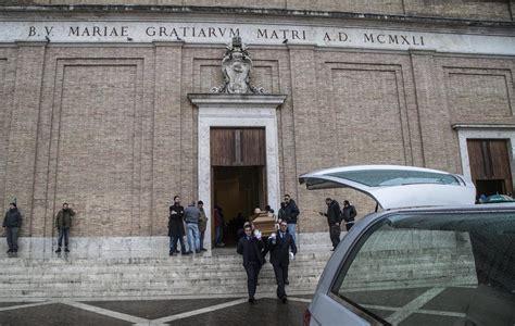 cimitero prima porta anagrafe primo brown morto addio sulle note di sempre grezzo