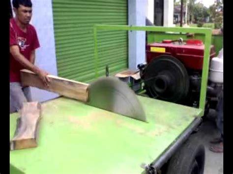 Mesin Potong Kayu gergaji kayu mp4