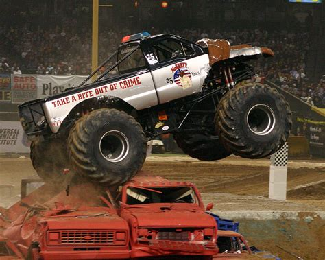 monster truck jam orlando 2015 monster jam monster trucks at the citrus bowl in